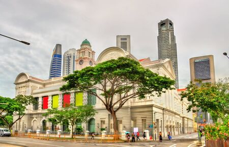 center hall colonial: Victoria Theatre and Concert Hall in Singapore
