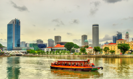 Heritage boat on the Singapore River Stock Photo
