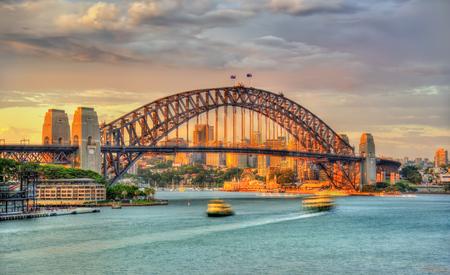 Sydney Harbour Bridge bij zonsondergang