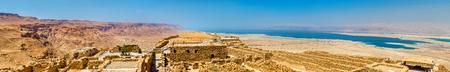 Ruinen der Festung Masada und Totes Meer