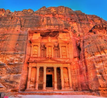 Al Khazneh Tempel in Petra. UNESCO-Weltkulturerbe Standard-Bild - 75611105