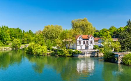 フランス、コニャックでシャラント川の風景 写真素材