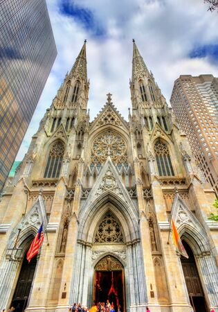 fifth avenue: The Cathedral of St. Patrick in Manhattan, New York City