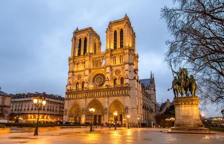 Evening view of the Notre-Dame de Paris - France Stock Photo - 85251676