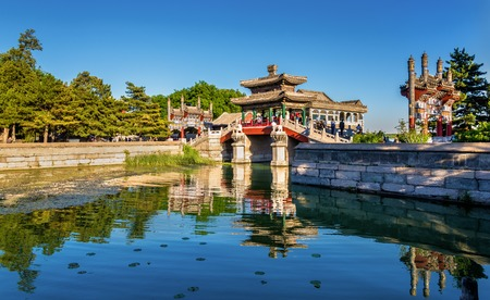 베이징, 중국에있는 여름 궁전에서 전통적인 중국 다리