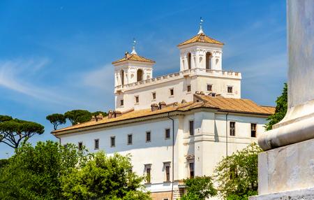 Blick auf die Villa Medici in Rom - Italien Standard-Bild - 84967478