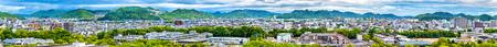 Mening van de stad van Himeji van het kasteel van Himeji - Kansai, Japan Redactioneel