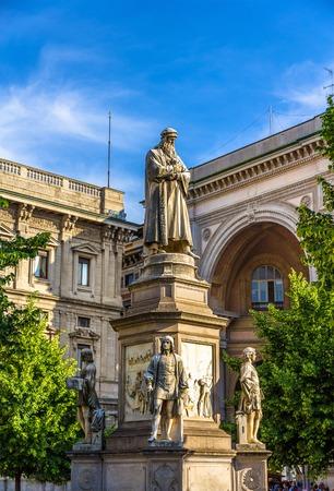 leonardo da vinci: Monument to Leonardo da Vinci in Milan - Italy