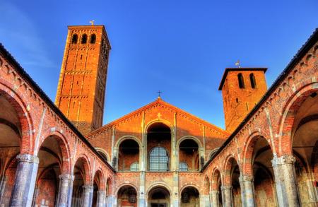 Veiw van de Basilica di Sant'Ambrogio in Milaan Stockfoto