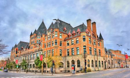 Place Viger, een historisch hotel en treinstation in Montreal - Quebec, Canada. Gebouwd in 1898 Stockfoto - 84980839