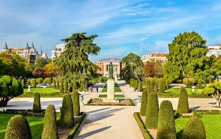 Buen Retiro Park - 마드리드, 스페인의 Parterre 정원 스톡 콘텐츠
