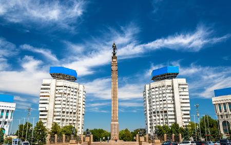 Onafhankelijkheidsmonument op het Vierkant van de Republiek van Alma Ata in Kazachstan