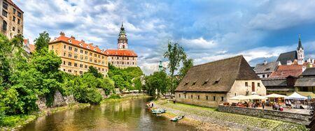 チェコ共和国でユネスコ遺産チェスキー ・ クルムロフ市街の眺め