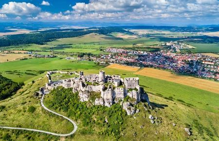Spissky hrad 또는 Spis 성의 공중보기 스톡 콘텐츠