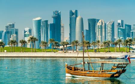 도하, 카타르의 전통 아랍어 dhows 스톡 콘텐츠 - 93690975