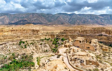 Ruins of a Berber house at Ghoufi Canyon in Algeria 版權商用圖片
