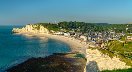 Panorama of Etretat, a tourist town in Normandy, France Stockfoto