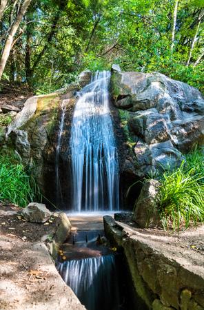 Waterfall in Vorontsov Park in Alupka, Crimea 版權商用圖片