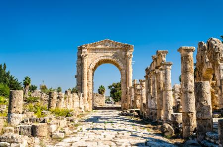 Arch of Hadrian at the Al-Bass Tyre necropolis in Lebanon Фото со стока