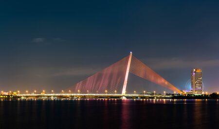 Tran Thi Ly Bridge in Da Nang, Vietnam Imagens