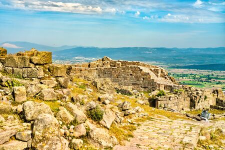 Ruins of the ancient city of Pergamon in Turkey Imagens