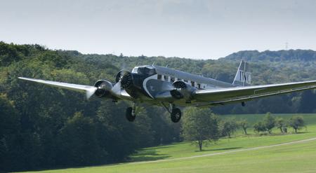 A Junkers Ju-52 van luchtvaartmaatschappij Ju-Air te zien op Hahnweide Oldtimers Airshow, Hahnweide Airfield, Baden-Wurttemberg, Stuttgart, Duitsland - 3 september 2011