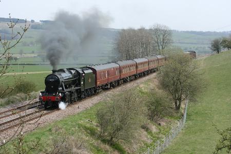 8F Steam Locomotive No. 48151 at Gargrave - 23rd April 2010 with the Whitby-Carnforth Charter Train - Gargrave, United Kingdom Standard-Bild - 94168347