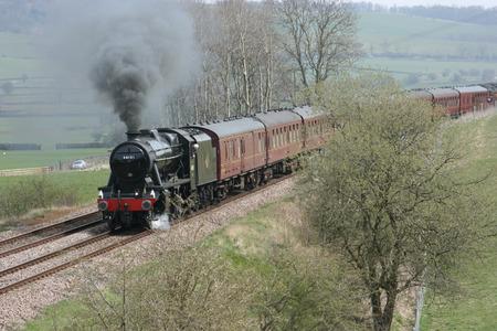 8F Steam Locomotive No. 48151 at Gargrave - 23rd April 2010 with the Whitby-Carnforth Charter Train - Gargrave, United Kingdom Standard-Bild - 94168349