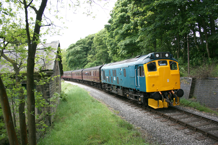 Class 25 25029 approaches Oakworth on the Keighley and Worth Valley Railway, West Yorkshire, UK - June 2009 Éditoriale