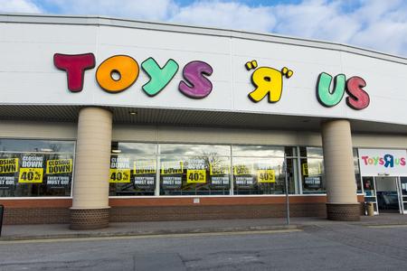 Chiusura della segnaletica su un Toys R Us Store in Lincoln, Lincolnshire, Regno Unito - 22 marzo 2018 Editoriali