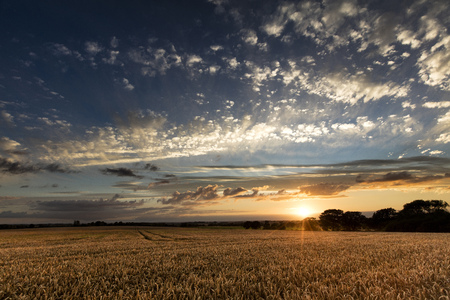 Near Caistor, Lincolnshire, UK, View of Lincolnshire Wolds and a sunset 스톡 콘텐츠