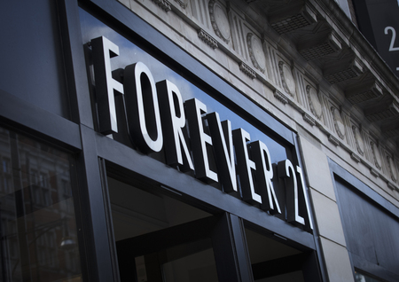 London, Greater London, United Kingdom, 7th February 2018, A sign and logo for forever 21 store Stok Fotoğraf - 119034929