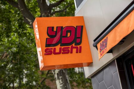 London, United Kingdom, 17th July 2019, Yo! Sushi Sign in central london Stok Fotoğraf - 129508946