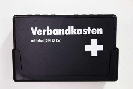 botiquin primeros auxilios: kit de primeros auxilios Foto de archivo