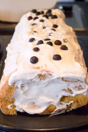 cream on cake: cream cake
