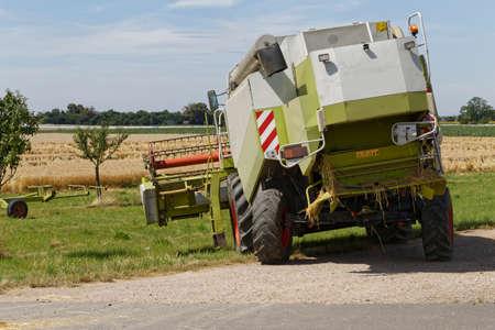 cosechadora: Combine harvester