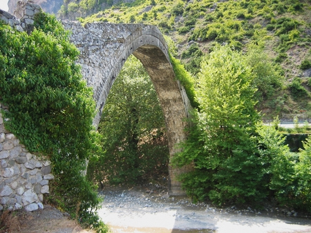 The famous stone bridge of Konitsa Epirus region Greece Imagens