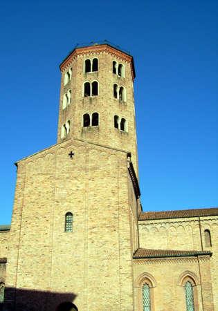 piacenza: Vista lateral Iglesia de Sant Antonino - Piacenza, Italia
