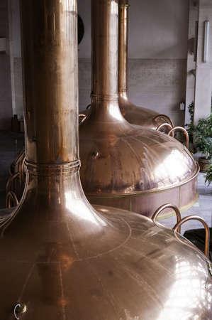 brouwerij: Koper reservoirs gebruikt om bier te gisten tijdens het brouwproces
