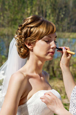 marriageable: Young bride in wedding day on a nature