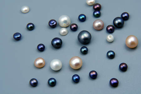 pearl jewelry: Black and white pearl - jewelry gems Фото со стока