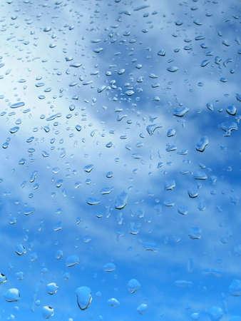 pellucid: Gota de lluvia sobre el vidrio de la ventana