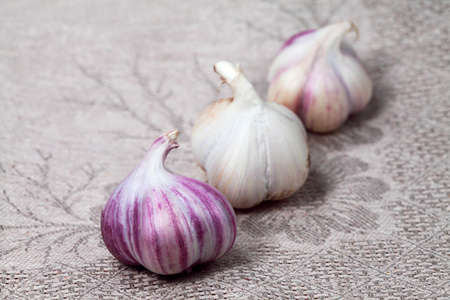 Serviette: Verduras. Ajo en servilleta gris
