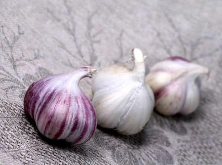 servilleta de papel: Verduras. Ajo en servilleta gris