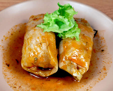 plato del buen comer: Golobets ruso de repollo y carne picada de ensalada verde hoja
