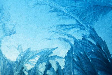 Mraziv� origin�ln� vzor na zimn� okna sklo, p?�rodn� textury Reklamní fotografie - 9736809