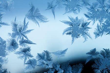 Frosty  pattern at a winter window glass Standard-Bild