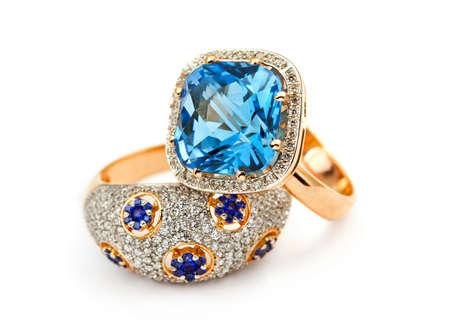 Anneau de bijoux élégants avec bijou pierre de saphir Banque d'images