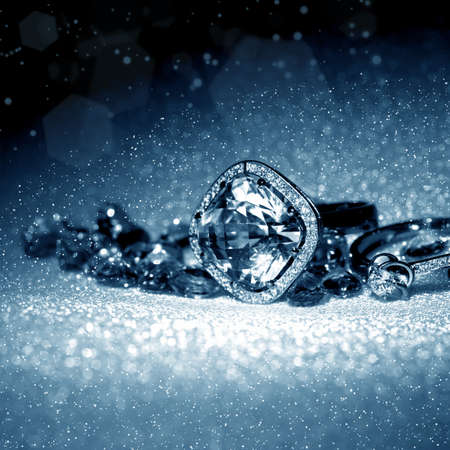 diamante: Anillo de la joyer�a elegante, con joyas de piedra