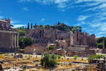 Architecture et rues de la Rome antique, Italie. Le Forum romain (latin: Forum Romanum) Banque d'images